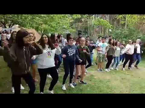 Los alumnos del IES de Poio celebran el Día de Europa con un flashmob