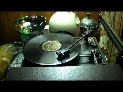 78's - It Ain't Gonna Rain No Mo' - Wendell Hall (Victor)