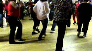 Circle Line Dance to Follow Me