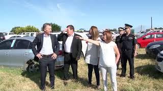 El presidente Macri recorrió un predio con 300 vehículos secuestrados al narcotráfico