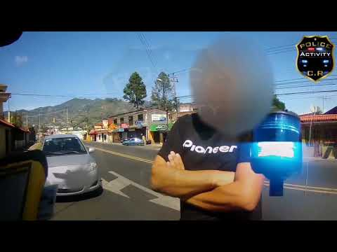 Oficial Glen Rodriguez, aplicando la ley!!! Policía de Tránsito