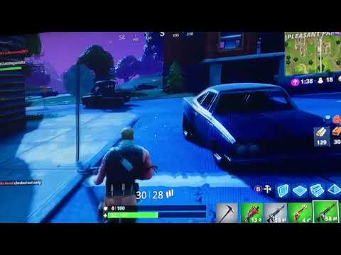 Fortnite (2): My Teammate Got Killed Instantly In Two of Three Games... #solo (with DFCxThomas2001)