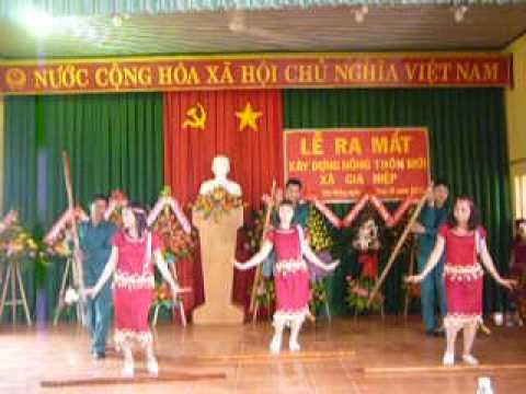 múa tiếng chày trên sóc bombo của UBND xã Gia Hiệp - Di Linh - Lâm Đồng