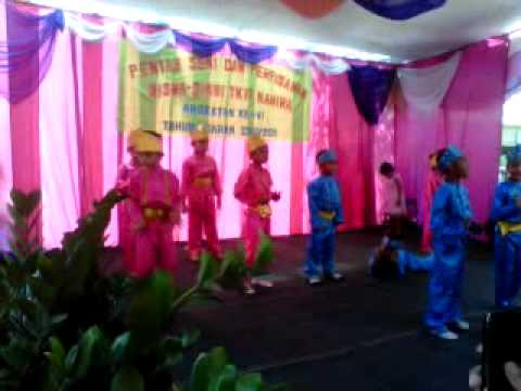 tradisional dancing by kindergarten intergrated islamic school of natural AL MAHIRA BENGKULU