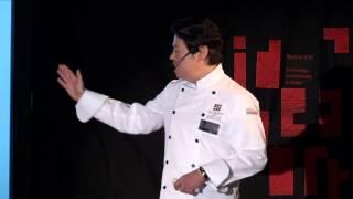 山下 春幸/料理人 1969年、神戸生まれ。大阪藝術大学藝術学部卒業後、...