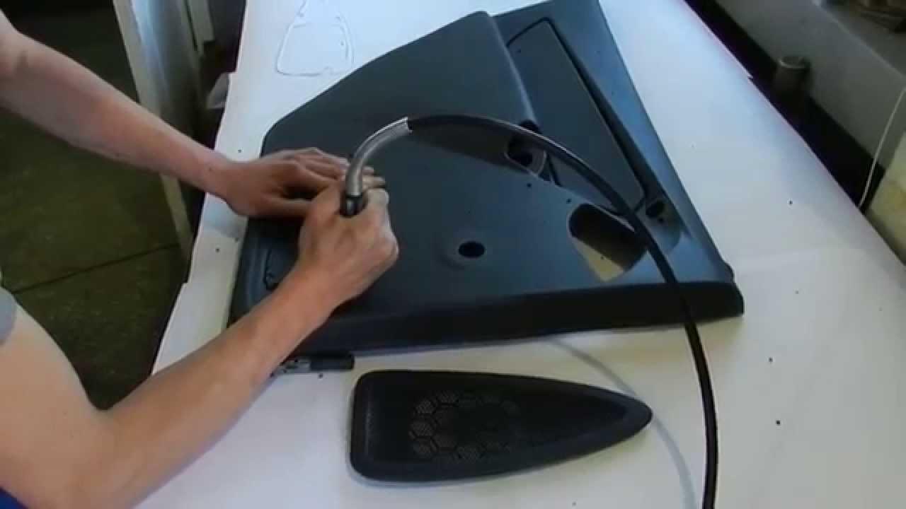 Установка облицовок динамиков задних дверей LADA Granta