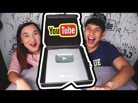 Unboxing the SILVER PLAY BUTTON 100k SUBS | OREO TOOTHPASTE PRANK