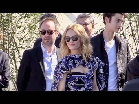 Vanessa Paradis and rest of the cast at Un couteau dans le cœur photocall in Cannes