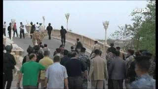 البصريون يدخلون  قصور صدام  لاول مرة