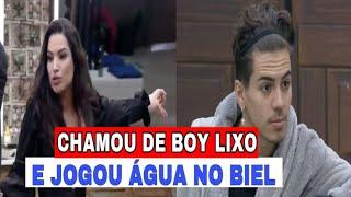 A FAZENDA 12: RAISSA SE REVOLTA CHAMA DE BOY LIXO E JOGA ÁGUA EM BIEL