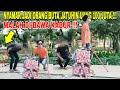 - NYAMAR JADI ORANG BUTA JATUHIN UANG CASH 100 JUTA !!! MALAH DI AMBIL BENERAN !!!