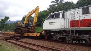 Excavator yang ingin mencoba naik Kereta api