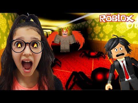 Roblox - FÉRIAS NO HOTEL ASSOMBRADO (Hotel Stories)   Luluca Games