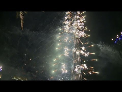 Global fireworks party welcomes in 2014