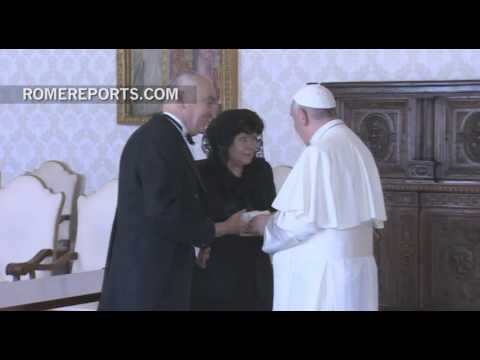 """Pope Francis to new ambassador of Romania: """"I hope to visit you"""""""