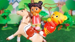 Daniel Tiger´s Toys 🐯 Daniel saves Miss Elaina! 🤠🐴😀