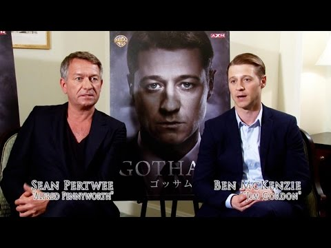 "Gotham - ""What's it Like For the Cast to Watch Gotham as Fans?"""