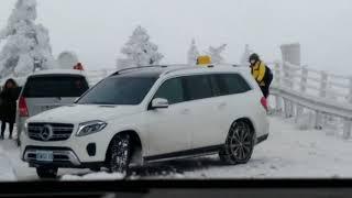 Mazda CX9 AWD,搭配四輪網狀雪鍊,挑戰合歡山水晶宮路段,途中巧遇BENZ GLS 4MATIC因為前輪沒有雪鍊依然打滑上不去,可見雪鍊的重要。