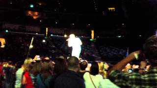 scotty mccreery comes on stage 10 13 12 virtual reality tour 2012