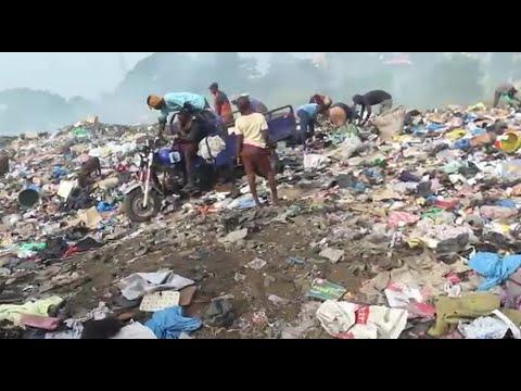 Working in a Dumpster Slum (Bormeh Dumpsite, Freetown, Sierra Leone)