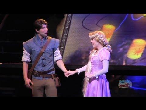 "Rapunzel, Flynn Rider sing ""I See The Light"" at Disneyland + Mulan, Pocahontas in Princess medley"