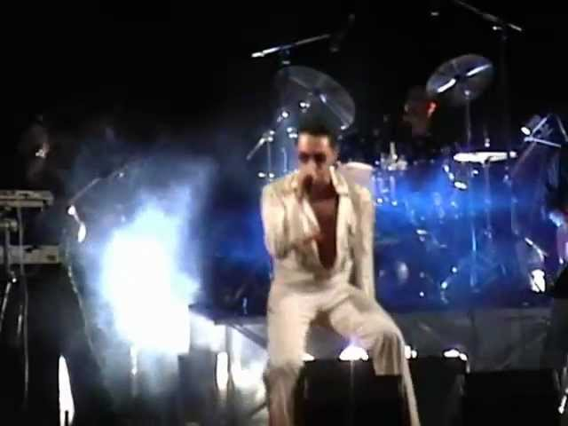 Elvis' Back live - Blue Suede Shoes