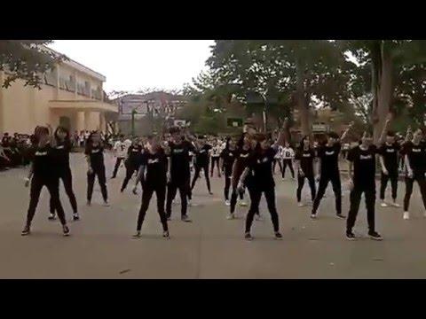 Dân vũ Việt Nam Ơi lớp b13 Ngô Gia tự eakar