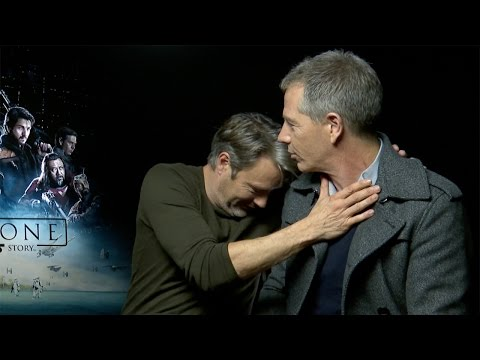 Ben Mendelsohn sang to Mads Mikkelsen during the filming of Rogue One fragman