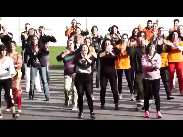 El Concello de Arteixo realiza un flashmob para apoyar a los refugiados