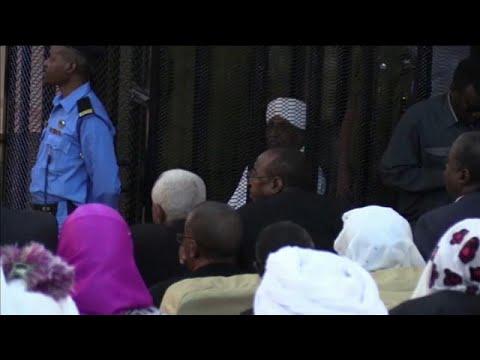 شاهد: تأجيل محاكمة الرئيس السوداني المخلوع إلى السبت المقبل…  - نشر قبل 10 ساعة