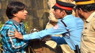 Shahrukh Khan THROWN OUT of his house Mannat   FAN Hindi Movie 2015