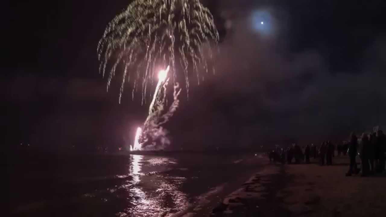Feuerwerk in binz silvester 2014 youtube - Silvester youtube ...