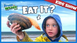 KIDS CATCH AND EAT MYSTERY SEAFOOD ON PEI BEACH | KIDS FUN | RIVER & WILDER