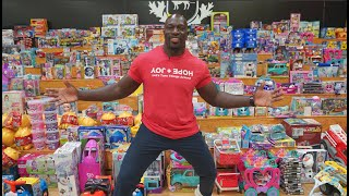 Titus O'Neil hosts his 10th annual Joy of Giving Event