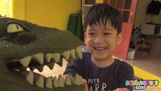 Hide and Seek with a Velociraptor! Skyheart Toys dinosaurs for kids playtime