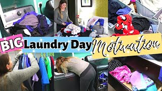 HUGE PILE LAUNDRY DAY CLEANING MOTIVATION // CLEANING MOM