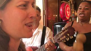 Improvisando el bolero 'Idilio' en La Habana (Cuba)