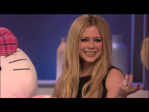 Avril Lavigne Wants to Have Dinner with the Queen