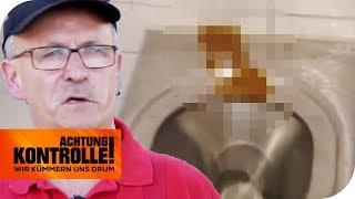 Daneben gezielt! Hartmut macht die Sauerei auf der Autobahntoilette sauber! | Achtung Kontrolle