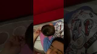 Battaniye için ağlayan çocuk