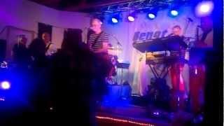 Bengt-Hennings spelar på Täfteå dansloge