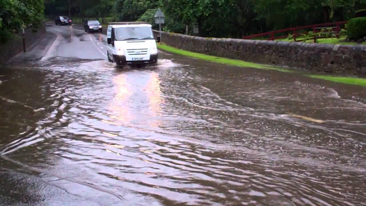 Cars Driving Through Flooding Road Perth Perthshire ...