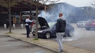 Trappes une voiture s'enflamme