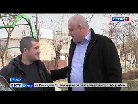 Семье волонтеров активистов в Моздоке вручили ключи от автомобиля