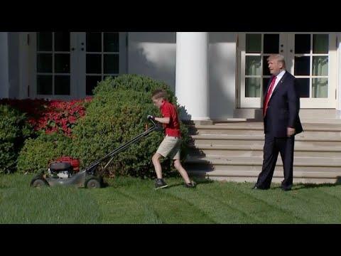 Menino de 11 anos apara grama da Casa Branca