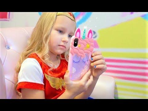 Алиса в ЕДИНОРОГ кафе для детей ! Радужная еда !!