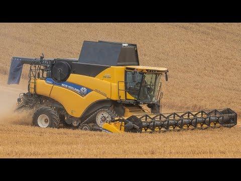 New Holland CR9.80 - 10.6m (35ft) - Winter Barley Harvest