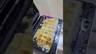삼각김밥 치즈 듬뿍, 와플메이커, 와플, 빵. 바삭바삭…