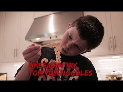 ฝรั่งลองกินมาม่าต้มยำกุ้งน้ำข้น   American try Tom Yum ...