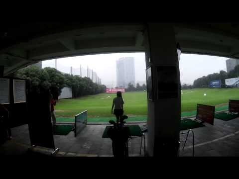 Wealthy Chinese people play golf: at the golf range Changsha